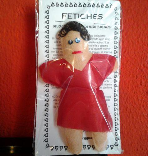 Muñeco fetiche mujer rojo